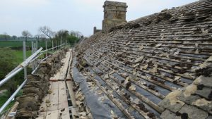 34.Stripping-off-the-Stonesfield-slate-roof