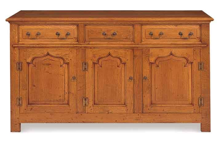 Traditional dresser base in oak