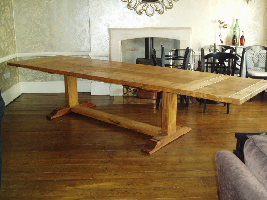Quaker table with 2 extension leaves, oak and burr oak, oil and wax finish